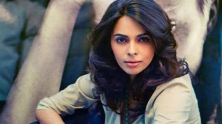 'Director Cast His Girlfriend,' Mallika Sherawat Says About Not Being Cast In Welcome 2